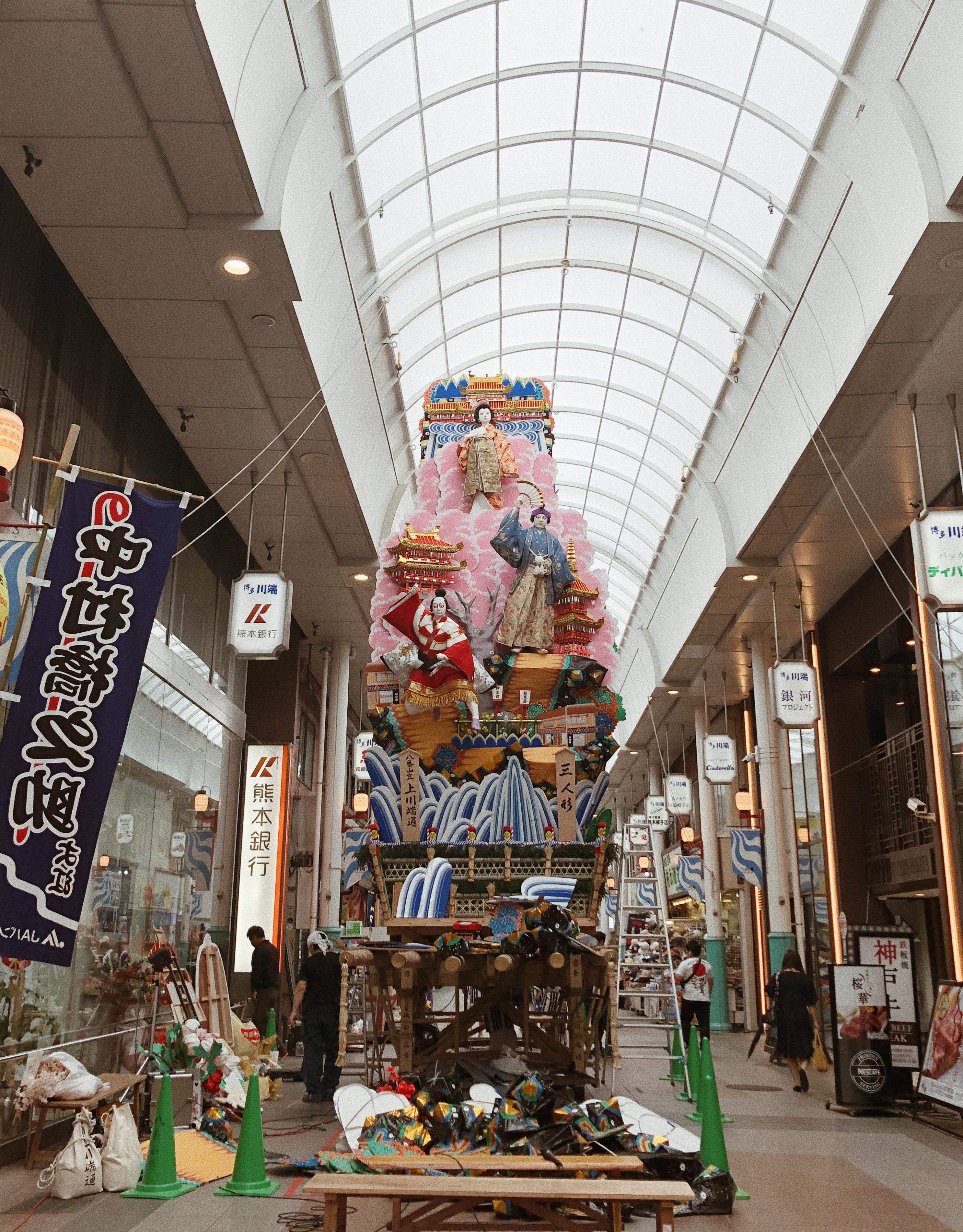 kazariyama floats: 10 meters tall, weighs 2 tons